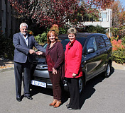Calvyn Hamman (left) & Carin Mostert handing over the Avanza to Rina Malan from the Amadea Safe House