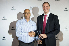 Hat-trick performance for Renault Worcester at 2015 dealer of the year awards