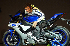 CharityStars.com auctioning signed Valentino Rossi replica MotoGP Yamaha YZF-R1