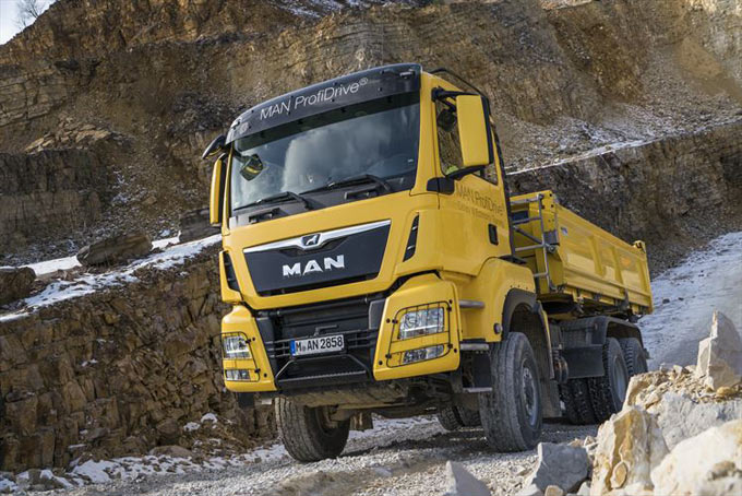 Offroad & Traction - successful pilot training for the tipper truck sector with MAN ProfiDrive®