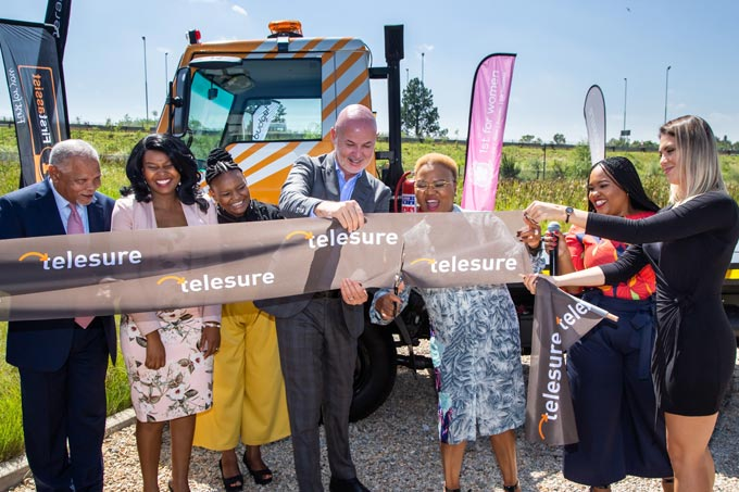 The moment that Minister of Small Business Development, Lindiwe Zulu, and Tom Creamer, Telesure Group CEO, cut the ribbon