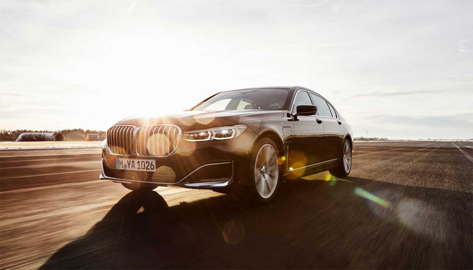 Electrically powered driving pleasure in the luxury performance segment: the plug-in hybrid models of the new BMW 7 Series.