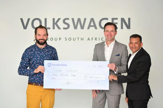 Volkswagen Group South Africa (VWSA) has invested R4 million in support of Funda Wande, a non-profit organisation training educators to teach primary school learners to read. At the official handover, Funda Wande project director Nic Spaull (left) received the cheque from VWSA Chairman and Managing Director Thomas Schaefer and VWSA Community Trust manager Vernon Naidoo. Photo: Alicia Essop