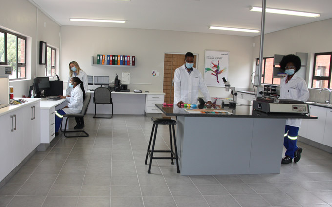A vibrant start to the new year: Clariant expands pigments laboratory for the African market