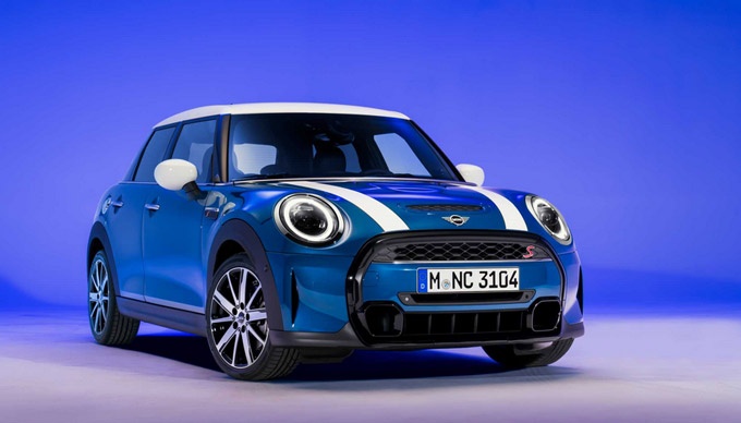 New operating system and additional digital services for the MINI Hatch and MINI Convertible