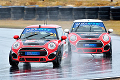 Champion and Ferodo MINI John Cooper Works win in the rain