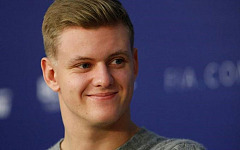 Mick Schumacher and Callum Ilott to complete the 2019 rookie test days for Alfa Romeo Racing